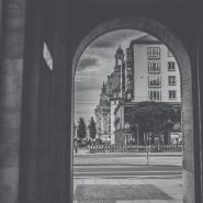 Durchgang Weiße Gasse Dresden mit Blick auf die Frauenkirche