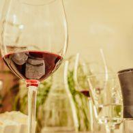 Glas Rotwein Essen